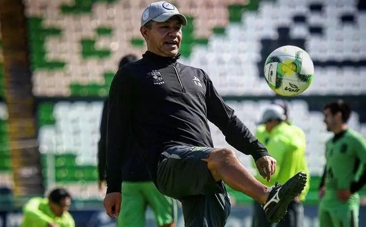 Ignacio Ambriz revela que renovará con León por tres años, detalles separan su firma