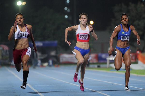 Isidora Jiménez (al centro), la figura del Sudamericano, aportó 3 medallas. Foto: Twitter / Team Chile.