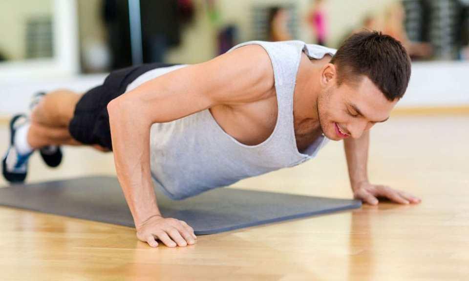 Flexiones de brazo en suelo