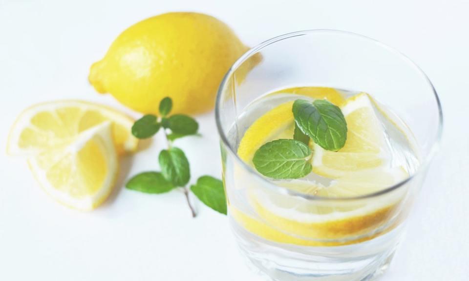 agua con limón en ayunas