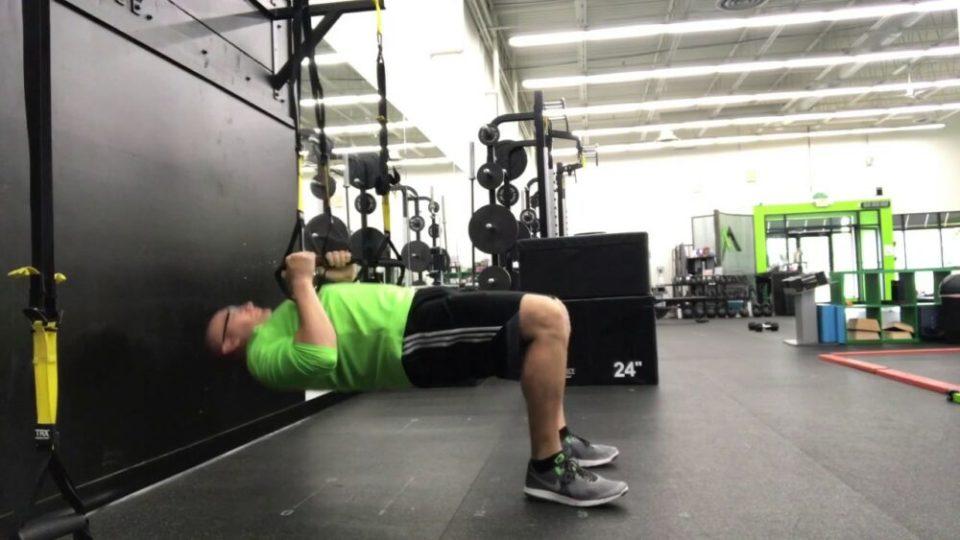ejercicios de brazos con TRX- table top