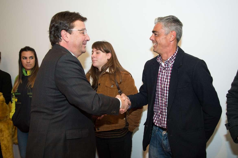 02 El presidente de la Junta de Extremadura recibe a los deportistas extremeño