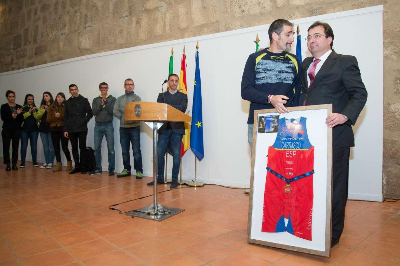 03 El presidente de la Junta de Extremadura recibe a los deportistas extremeño