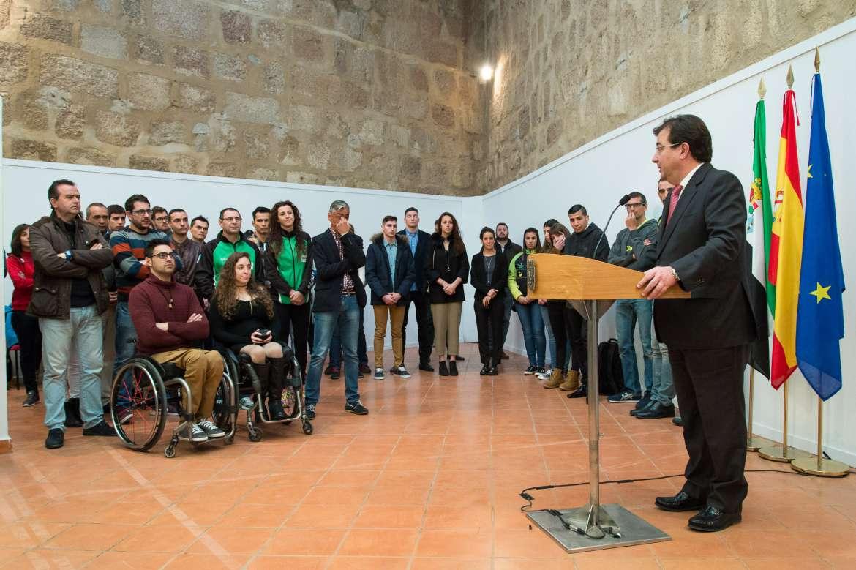 07 El presidente de la Junta de Extremadura recibe a los deportistas extremeño