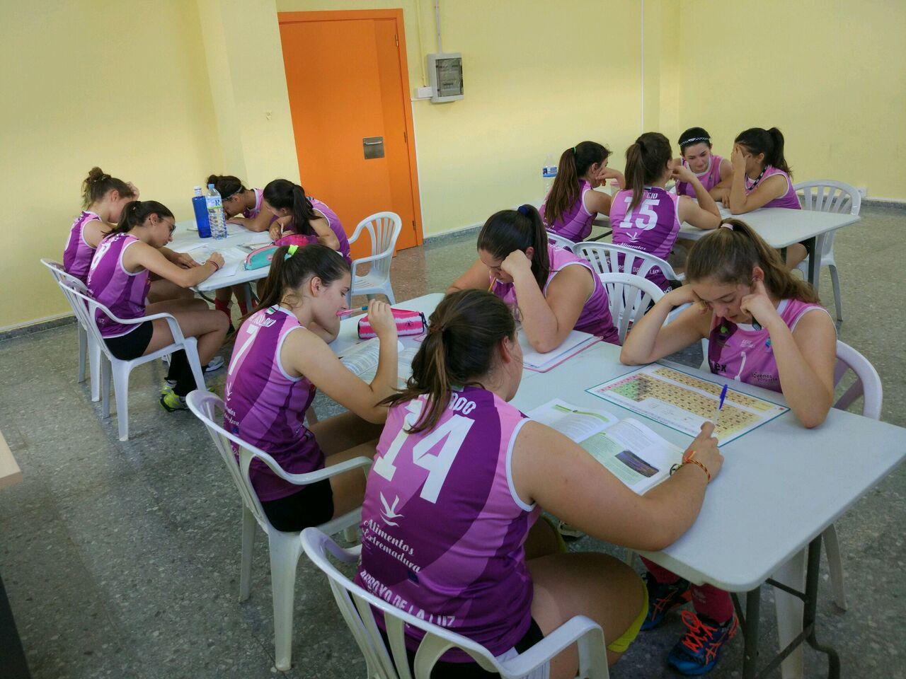 Arroyo concreta un aula de estudios de apoyo para las cadetes