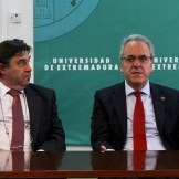 El Rector de la Universidad de Extremadura recibe al Santa Teresa Badajoz (1)