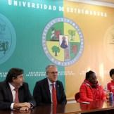 El Rector de la Universidad de Extremadura recibe al Santa Teresa Badajoz (4)