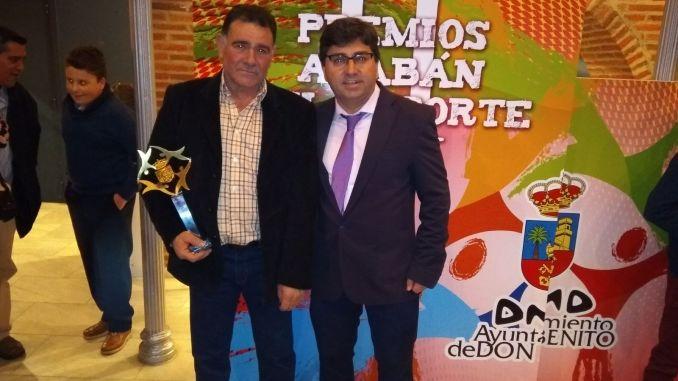 Luis Mejías Fernández, Presidente del Club Atletismo Don Benito recibió el premio especial Alabán