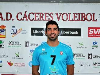 El jugador del Electrocash Víctor M. Valadés deja el Voleibol al fin de la temporada