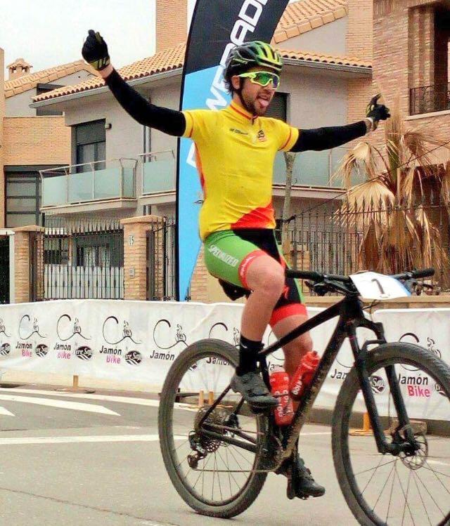 Dani Carreño gana con claridad la 7ª Jamón Bike by Aire Sano y es más líder del Open de España Ultramaratón