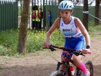 Triunfos de Lucía Castro en benjamín y María Castro en Infantil en la cuarta jornada del Triatlón Divertido Judex