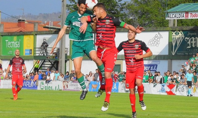 El Mérida desciende a la Tercera División Extremeña (Grupo XIV) al perder el playoff ante el Coruxo F.C.