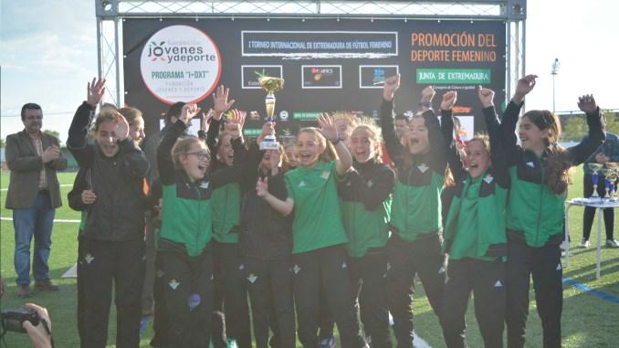 El fútbol femenino toma Badajoz con victoria de Real Betis y Santa Teresa Badajoz