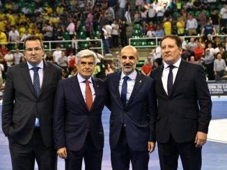 Javier Sánchez recibe la la insignia de Oro de la Federación Extremeña de Fútbol