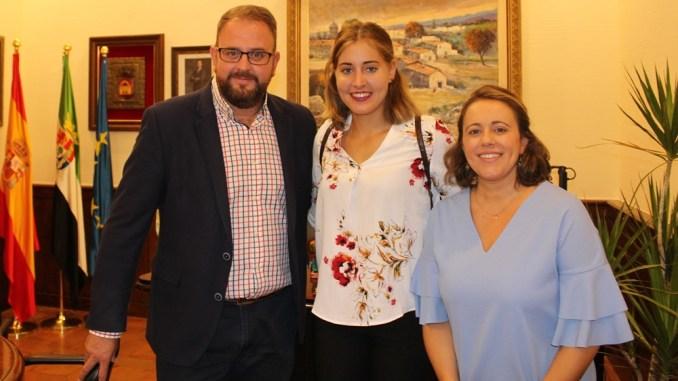 El alcalde recibe a la piragüista Estefanía Fernández, tras el mejor año de su carrera deportiva