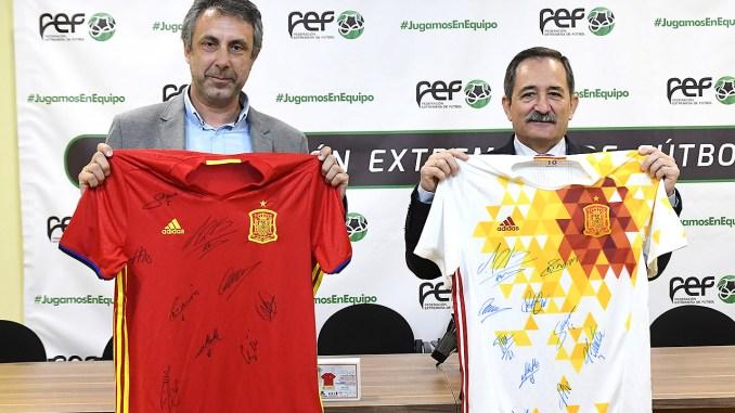 La Federación Extremeña de Fútbol y la Fundación Ícaro dan un nuevo impulso a su proyecto solidario de ayuda a la oncología infantil