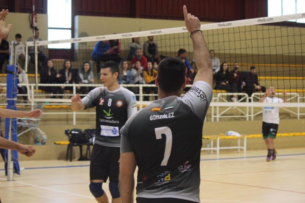 El Extremadura Aparthotel MM Badajoz derrota a Vitaldent Santiago CV Bruxas en el tie-break