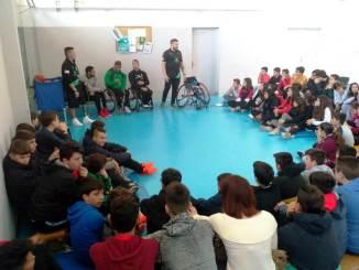 El Mideba vuelve al colegio. Varios componentes del equipo han visitado varios centros escolares dentro del programa Proades