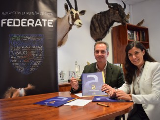 Caja Almendralejo se incorpora como empresa patrocinadora de la Federación Extremeña de Caza