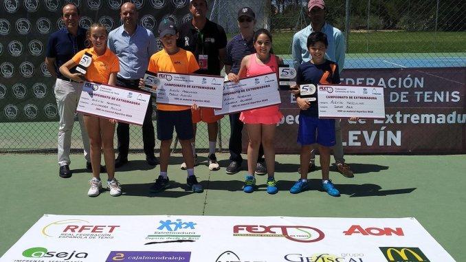 Jorge Aza y Alejandra Pinilla Campeones de Extremadura Tenis en categoría Alevín