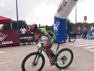 Manu Cordero (Extremadura-Ecopilas) imbatible en la Vuelta a Cádiz MTB