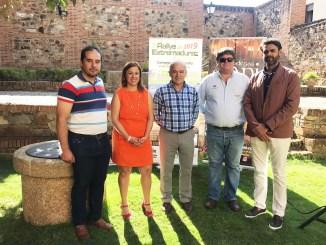 Presentación del 7º Rallye de Extremadura Histórico en el Claustro del Palacio de Carvajal de Cáceres