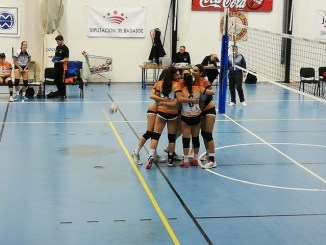 El Primera Femenino gana un complicado partido contra el Club Voleibol Bruxas