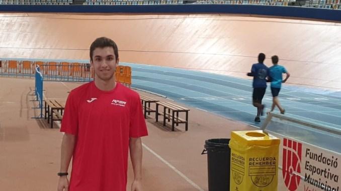Hernán Cortés, el atleta del CAPEX, concentrado con la selección española sub20 del relevo 4 x 100 m. l