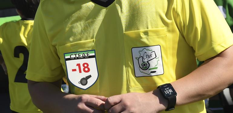Una escarapela identificará a los árbitros menores de edad para defender su integridad