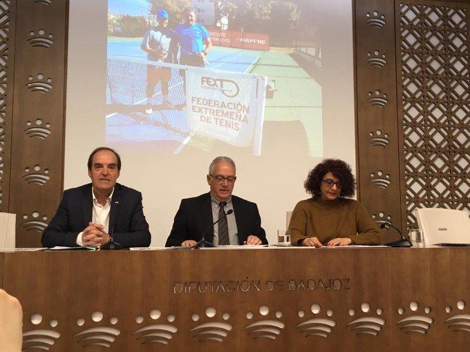 La sala de prensa de la Diputación Provincial de Badajoz ha acogido la presentación del Circuito de Aficionados de Extremadura