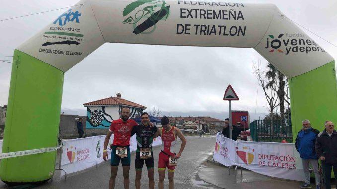 José Luis Batuecas y Jennifer Álvarez ganan el V Duatlón Cros Zarza de Granadilla