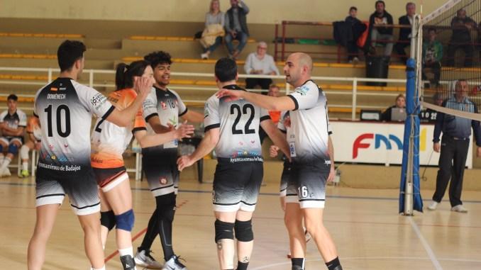 El Extremadura CPV vuelve a la competición oficial con público en las gradas