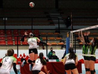 El Extremadura Arroyo, liderado por una gran Sandell, suma un punto tras ceder 3-2 ante Torrelavega