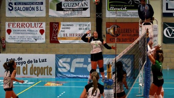Janine ataque - El Extremadura Arroyo vuelve a los entrenamientos