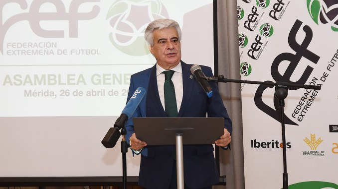 Pedro Rocha dirigiéndose a la Asamblea