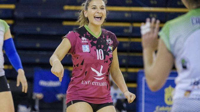 El Extremadura Arroyo contará una temporada más con la líbero Julia Cabeza