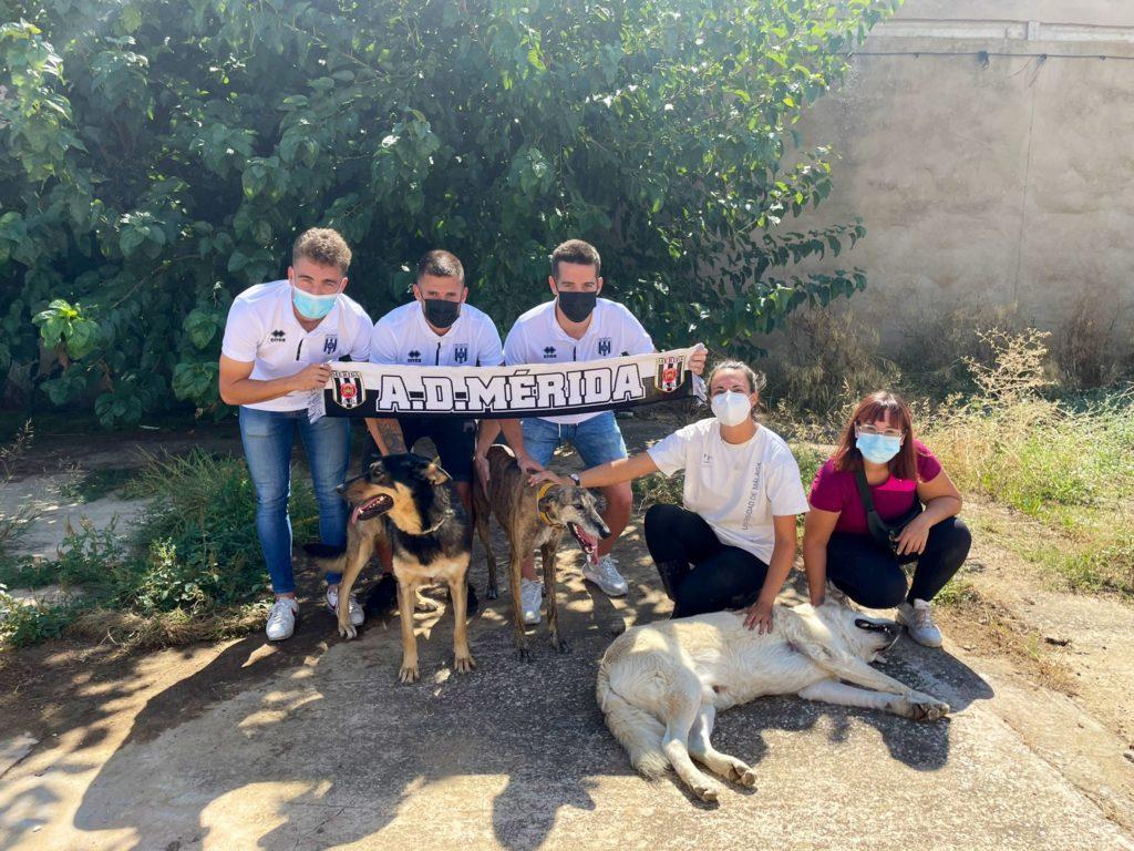 Hector-Camps-Artiles-y-Guille-Perero-visitan-el-refugio-de-ACUDAME