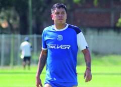 «Loco» Guzmán líder de goleo en Liga Premier