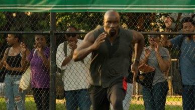 Luke Cage vira crossfiteiro em novo vídeo da segunda temporada!