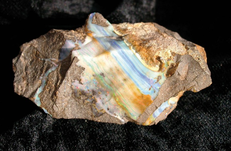 Mineral colours