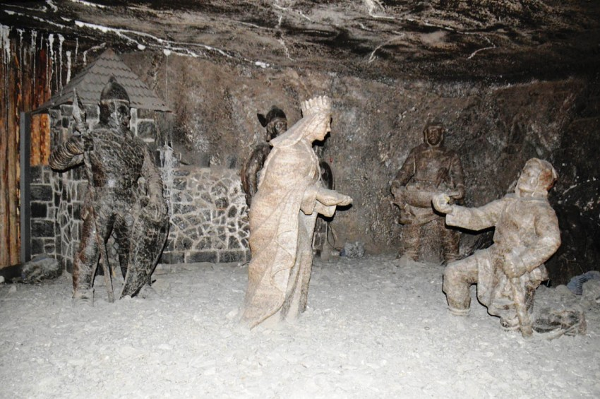 Kinga who is the patroness of the miners alongwith other salt sculptures