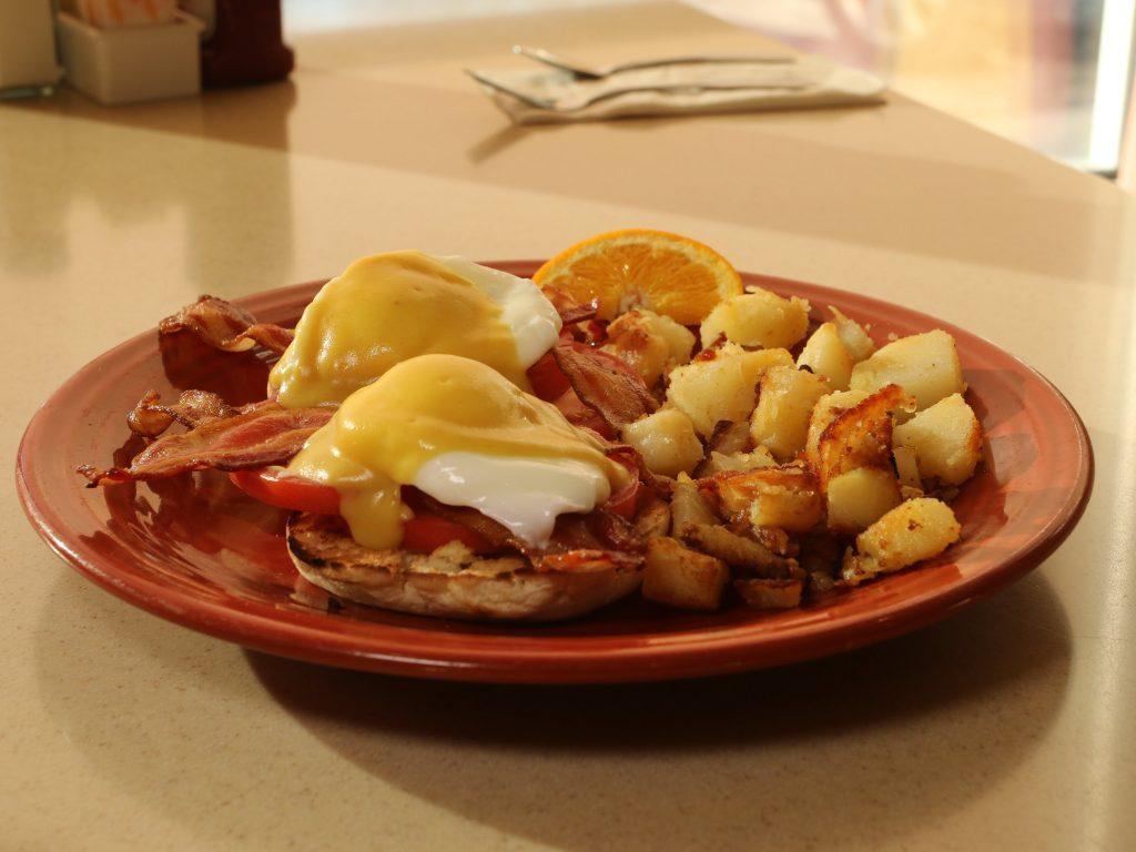 Depot-diner-eggs-benedict