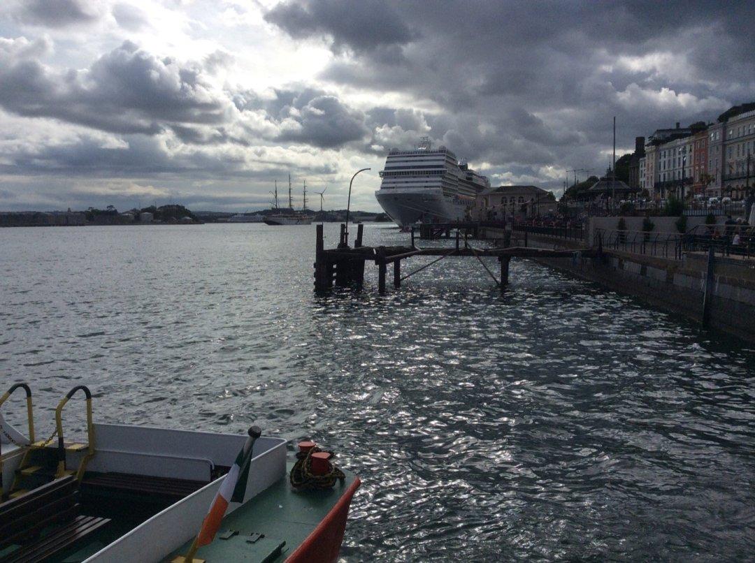 MSC Magnífica atracado en Cobh