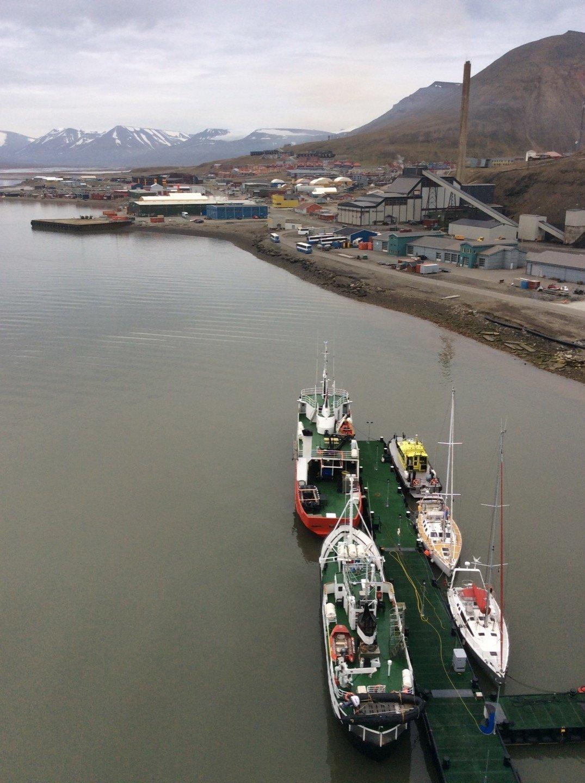 Longyearbyen desde Bykaia