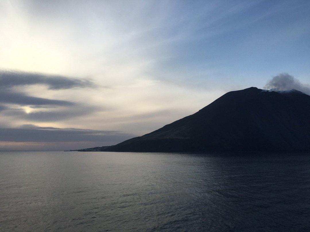 Stromboli al amanecer