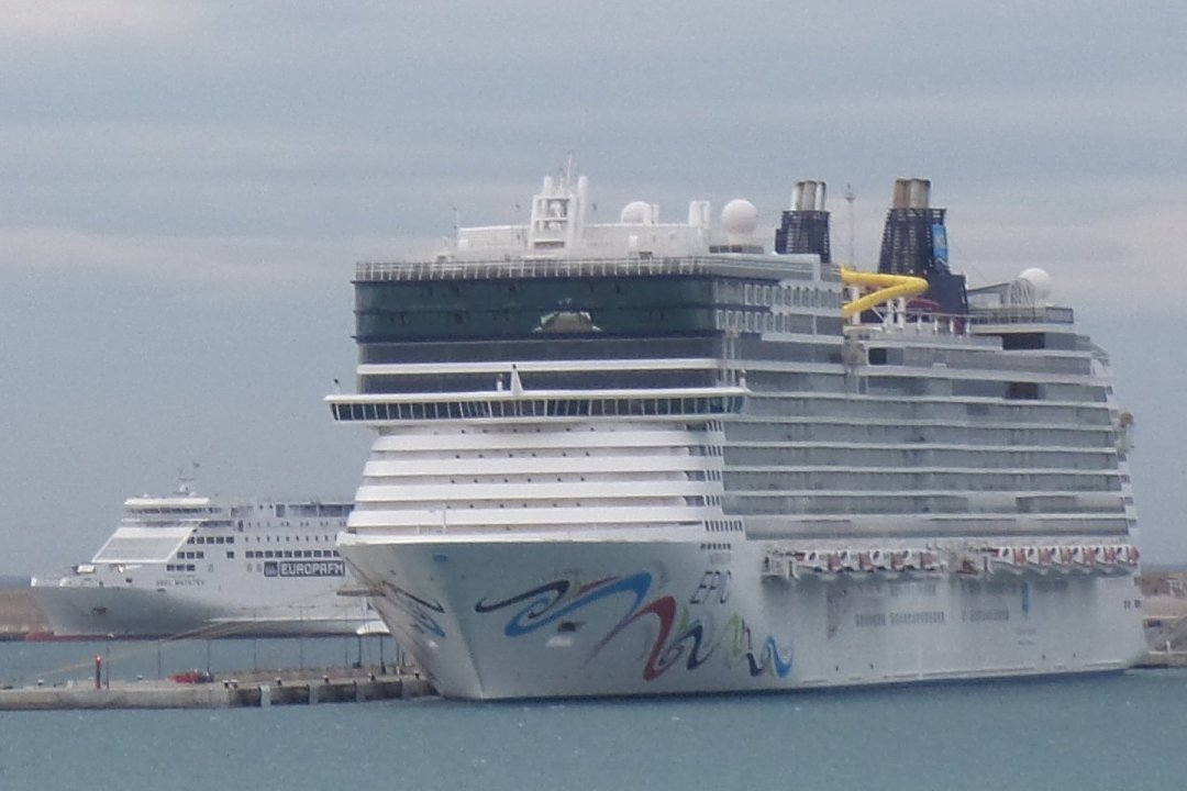 El Norwegian Epic atracado en Palma