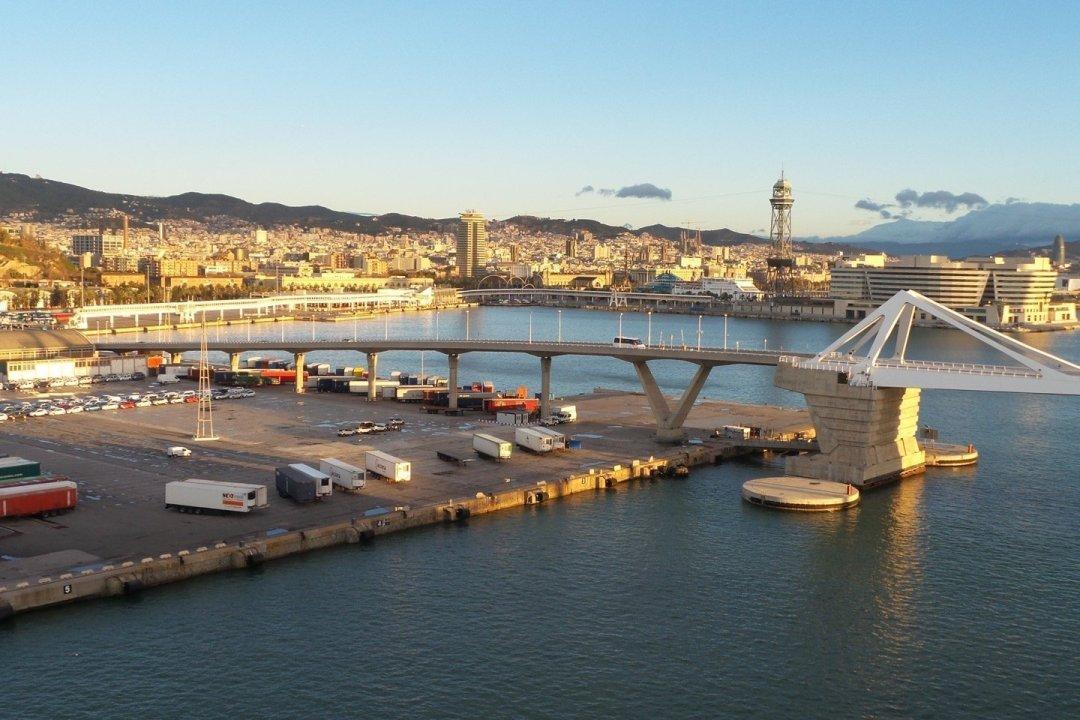 Puerto de Barcelona desde el Moll Adossat