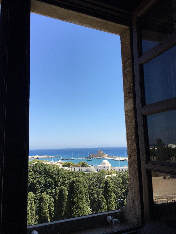 Puerto de Rodas desde el palacio