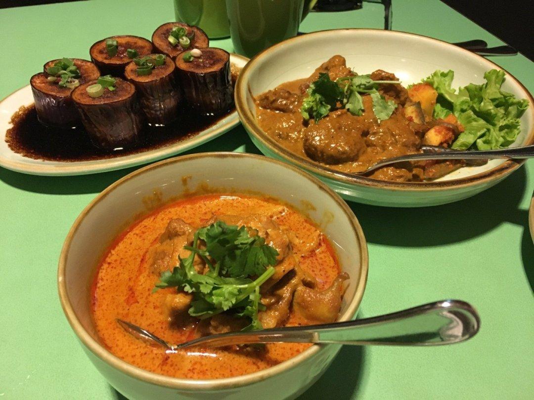 Cenando en el Kopi Tiam