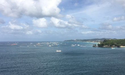 Fondeados frente a Boracay